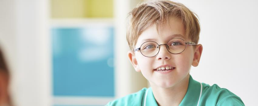 9fc6ded3af6 There are a few possible indicators that your child needs glasses. This  could begin with a note from the teacher discussing difficulties in school  or you ...